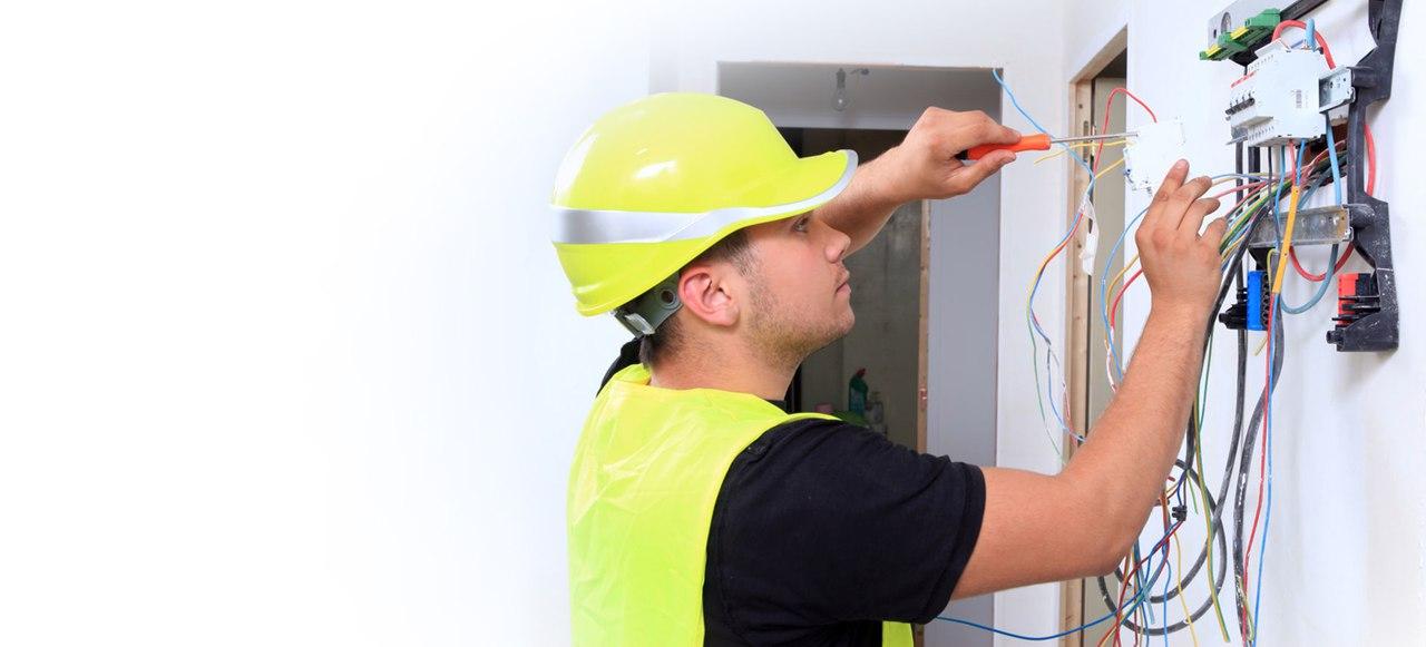 Вызвать электрика на дом недорого